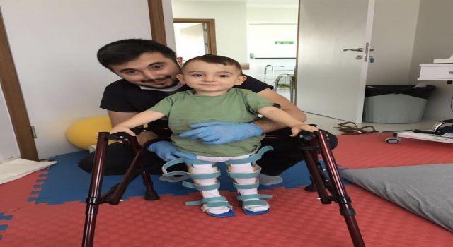 Fizik tedaviye devam eden Ahmet bebek tedavisi için Boston'a uçmaya hazırlanıyor