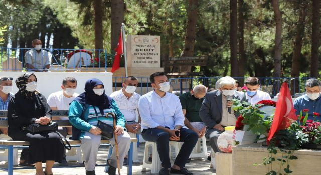Ak parti ilçe başkanı Mustafa toklu ve yönetimi şehitliği ziyaret etti