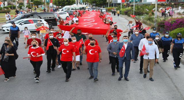 Başkan Yücel 19 Mayıs coşkusunu evlere taşıdı konvoy ile vatandaşların bayramını kutladı