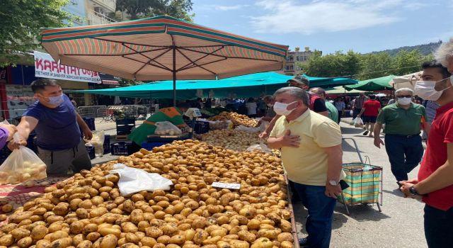 Cumhuriyet halk partisi ilçe başkanı Coşkun Karadağ pazar esnafını ziyaret etti