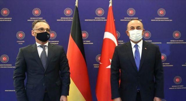 Dışişleri Bakanı Çavuşoğlu: Turistin görebileceği herkesi mayıs sonuna kadar aşılayacağız