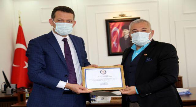 Kaymakam Ürkmezer 'den Başkan Şahin'e teşekkür belgesi