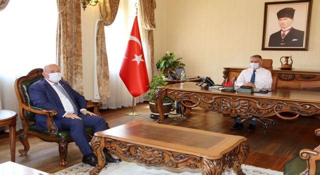 Zorlu süreçte esnafın yanında olan Başkan Mehmet Şahin vali yazıcıyı ziyaret etti