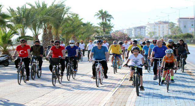 Başkan Yücel Dünya bisiklet gününde vatandaşlarla pedal çevirdi
