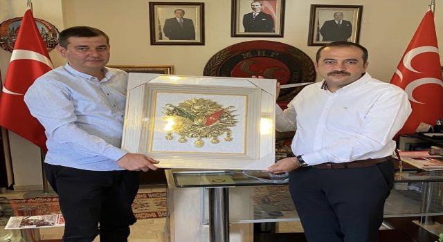 Altso Başkan adayı Tunahan Toksöz'den Başkan Türkdoğan'a anlamlı hediye