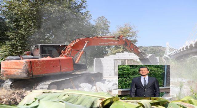 CHP'li Meclis üyesi Nazmi Zavlak Dimçayı üzerindeki yıkımları eleştirdi;garibanın değil zenginin kaçağını yıkın
