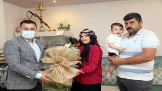 Başkan Yücel anneler gününde SMA hastası minik Ahmet'in annesini ziyaret etti