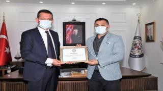 Kaymakam Ürkmezer Başkan Yücel'e teşekkür belgesi verdi
