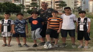 Minikler Kayhan amcalarından top sahası istediler