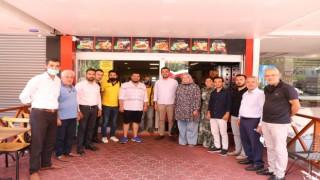 Ak partililer Mahmutlarda esnaf ziyareti yaptı